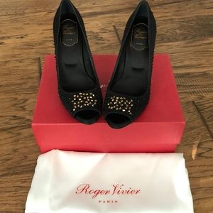 Brand new Roger Vivier peep toe evening pumps